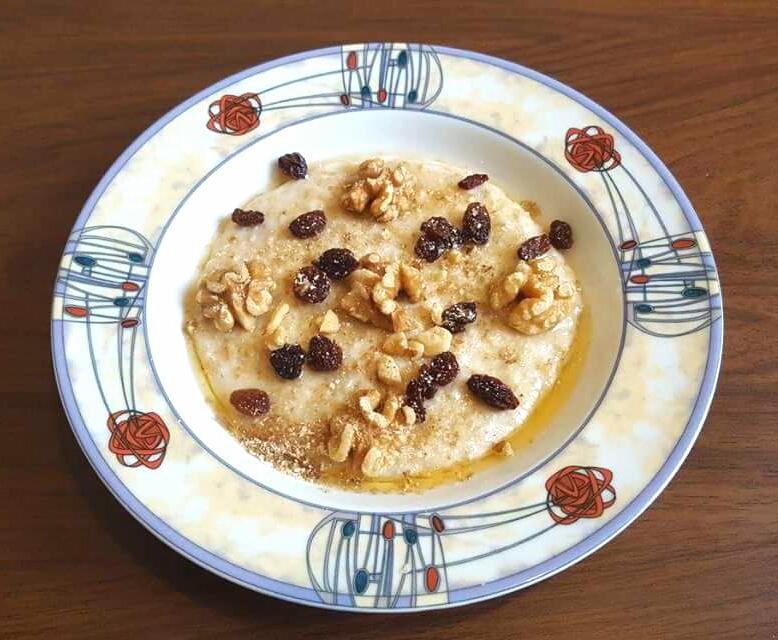 Walnut, Raisin and Syrup Porridge