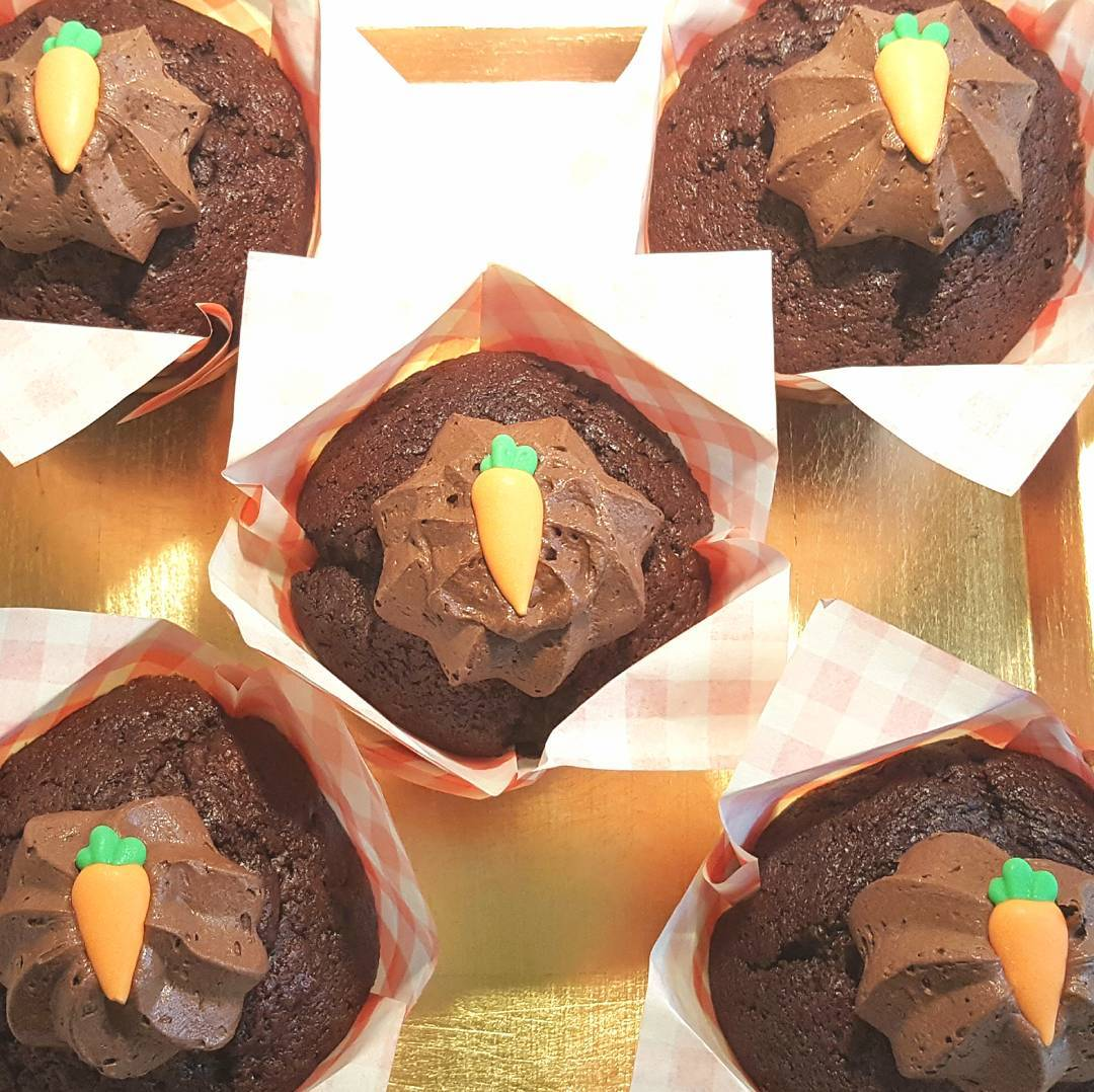 Chocolate Orange Carrot Muffins! Theyre based on carrot cake buthellip